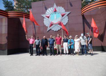 Коммунисты Благовещенска возложили цветы павшим воинам