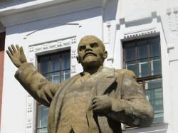 памятник ленину школа