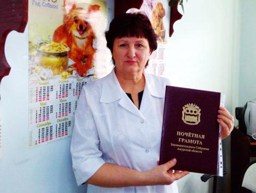 Владимир Астахов вручил грамоту