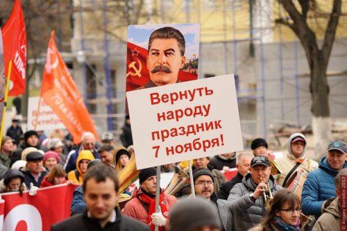Госдума рассмотрела законопроект КПРФ о возвращении 7 ноября в календарь праздничных дат