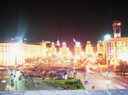 800px-Maidan_at_night