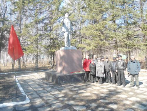 Свободненские коммунисты возложили цветы к памятникам В.И. Ленина