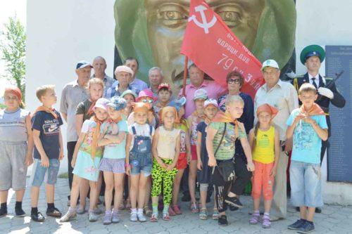 Коммунисты Райчихинска почтили память советских солдат