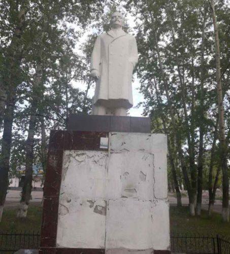 Коммунисты города Сковородино добились от властей решения о реставрации памятника Ленину