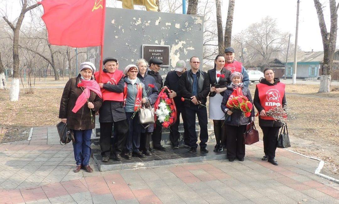 Возложения цветов и памятные мероприятия прошли в районах Амурской области в честь 151-й годовщины со дня рождения В.И. Ленина