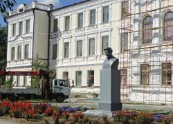 pamyatnik-Kalininu-restavratsiya-2