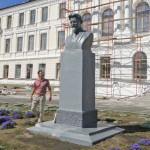 pamyatnik-Kalininu-restavratsiya-5