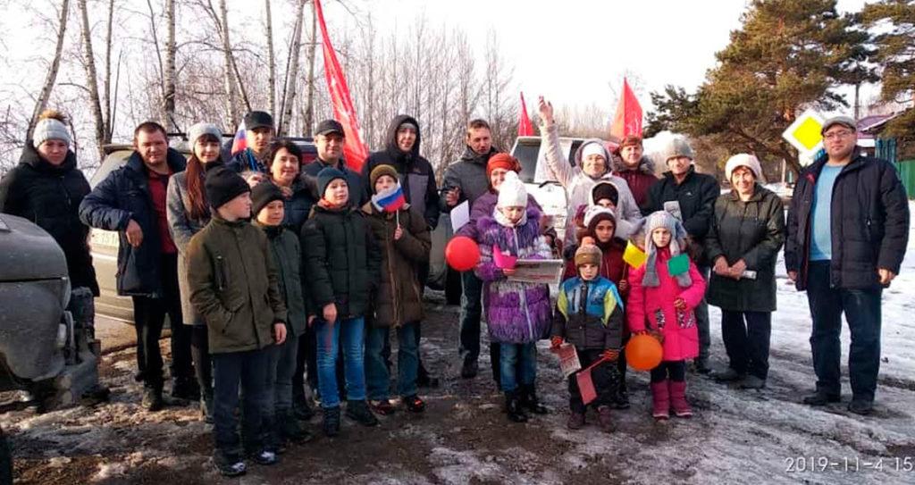 Коммунисты Благовещенского района ударили автопробегом в честь предстоящей годовщины Великого Октября