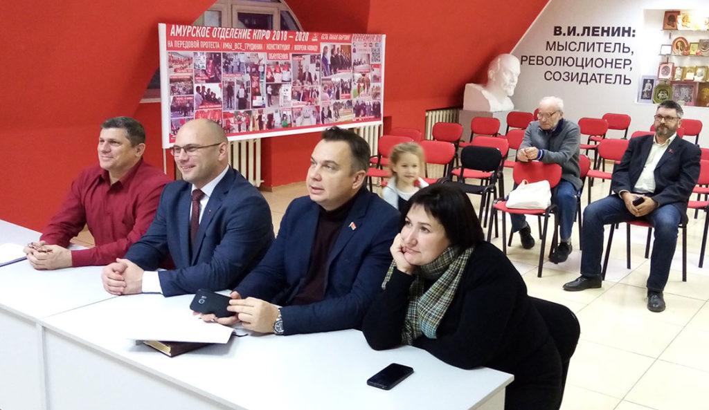 В режиме онлайн Геннадий Зюганов провел семинар-совещание руководителей региональных комитетов КПРФ и отделений РУСО на тему партийной учебы